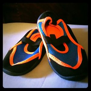 Other - EUC Toddler Boys Water Shoes Size 9-10.